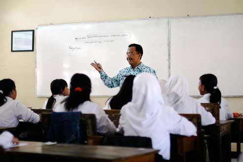 %name Syarat Mendapatkan Sertifikasi Guru, Jam Kerja Guru Akan Ditambah